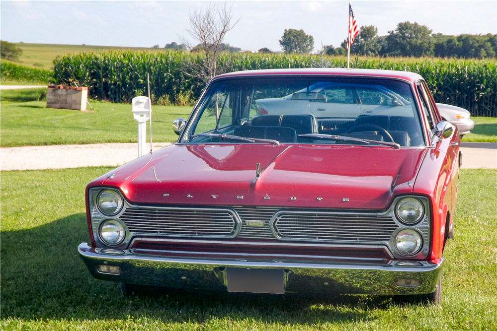 1966 PLYMOUTH SPORT FURY  - Front 3/4 - 189551