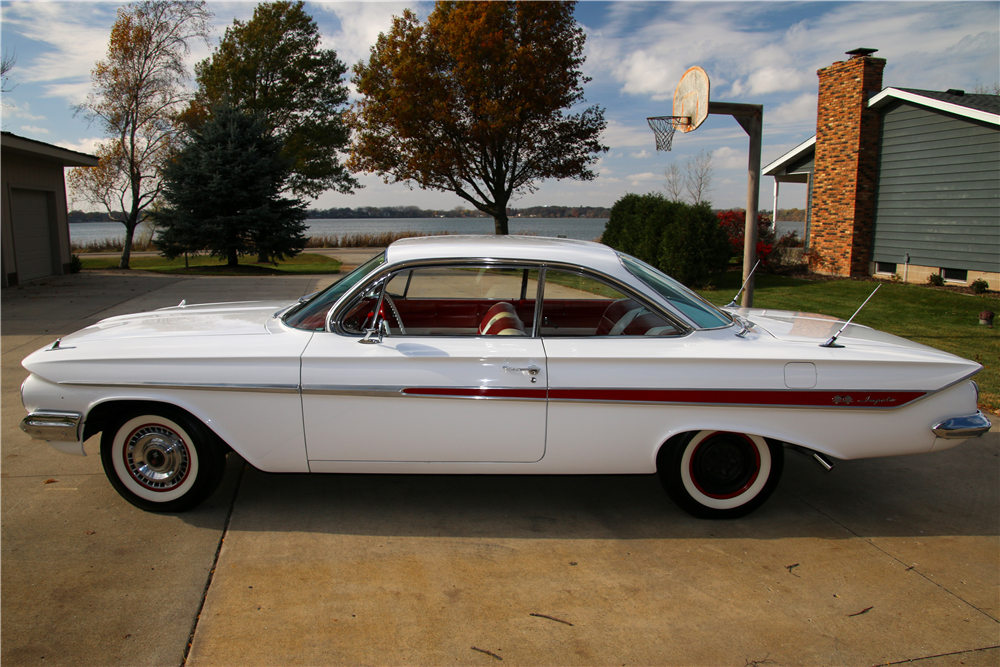 1961 CHEVROLET IMPALA SS BUBBLE TOP - Side Profile - 189570