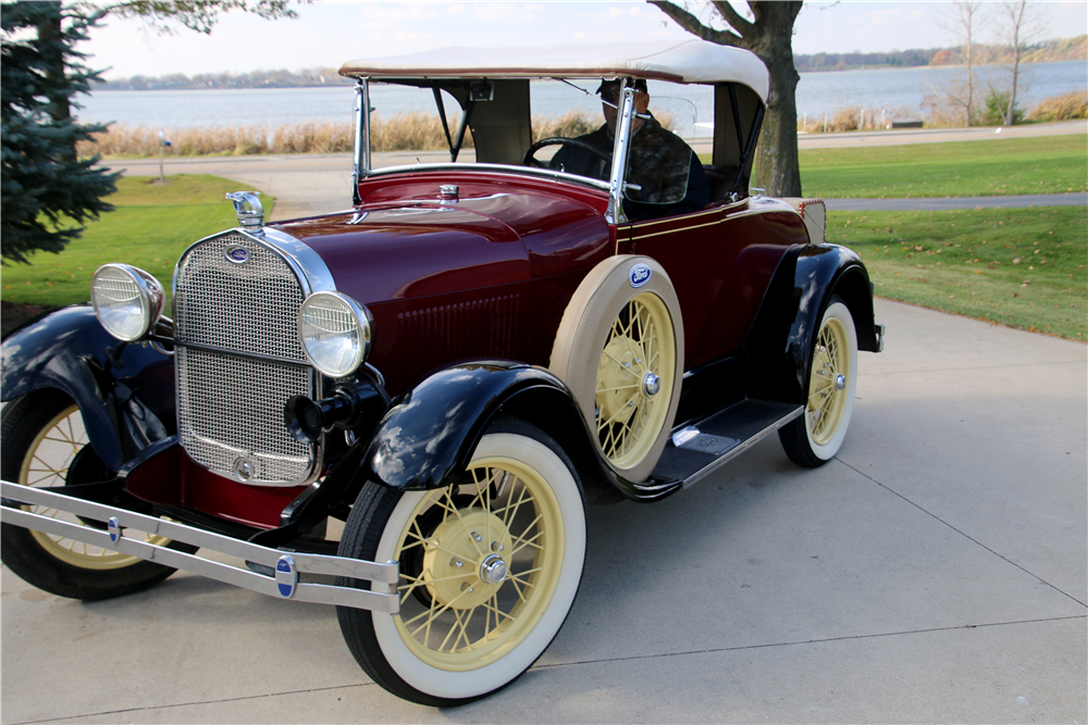 1928 FORD MODEL A ROADSTER - Front 3/4 - 189574