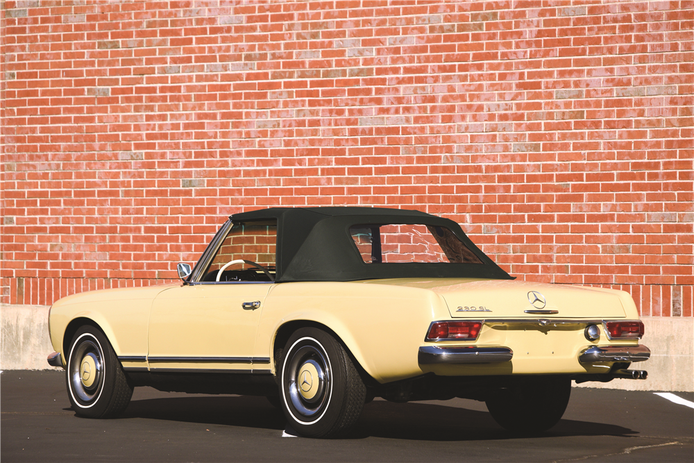 1967 MERCEDES-BENZ 230SL CONVERTIBLE - Side Profile - 189591