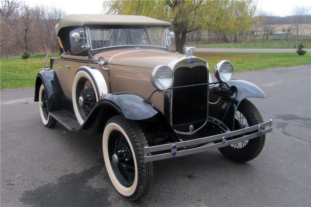 1930 FORD MODEL A DELUXE ROADSTER - Front 3/4 - 189610
