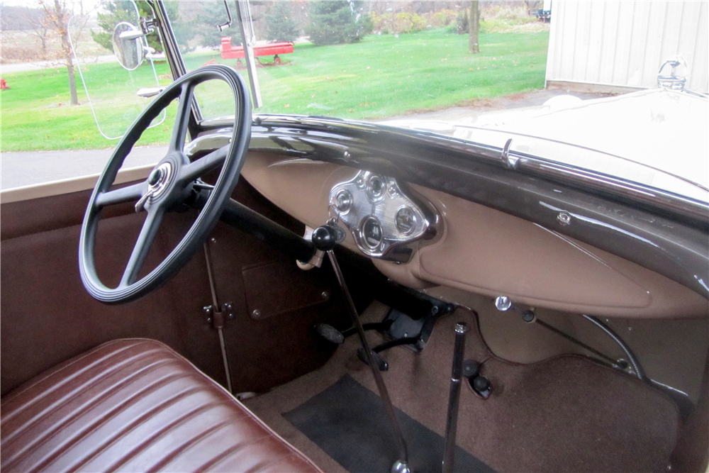 1930 FORD MODEL A DELUXE ROADSTER - Interior - 189610
