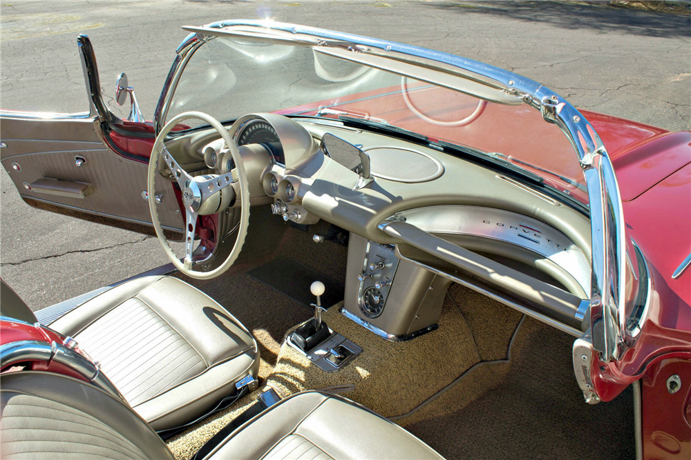1962 CHEVROLET CORVETTE CONVERTIBLE - Interior - 189612