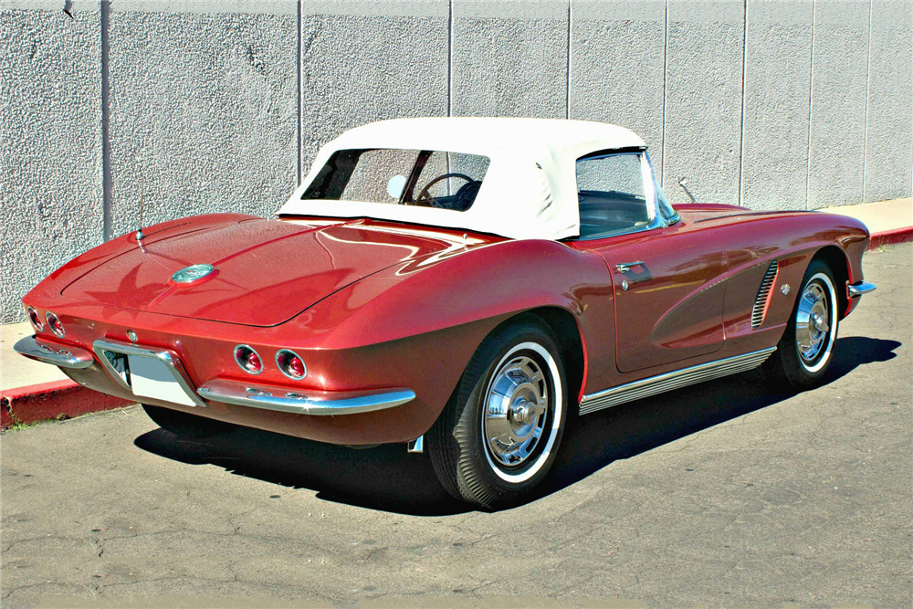 1962 CHEVROLET CORVETTE CONVERTIBLE - Rear 3/4 - 189612