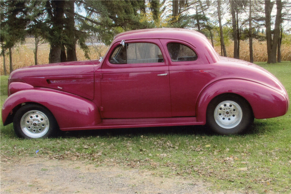 1939 CHEVROLET CUSTOM COUPE - Side Profile - 189622