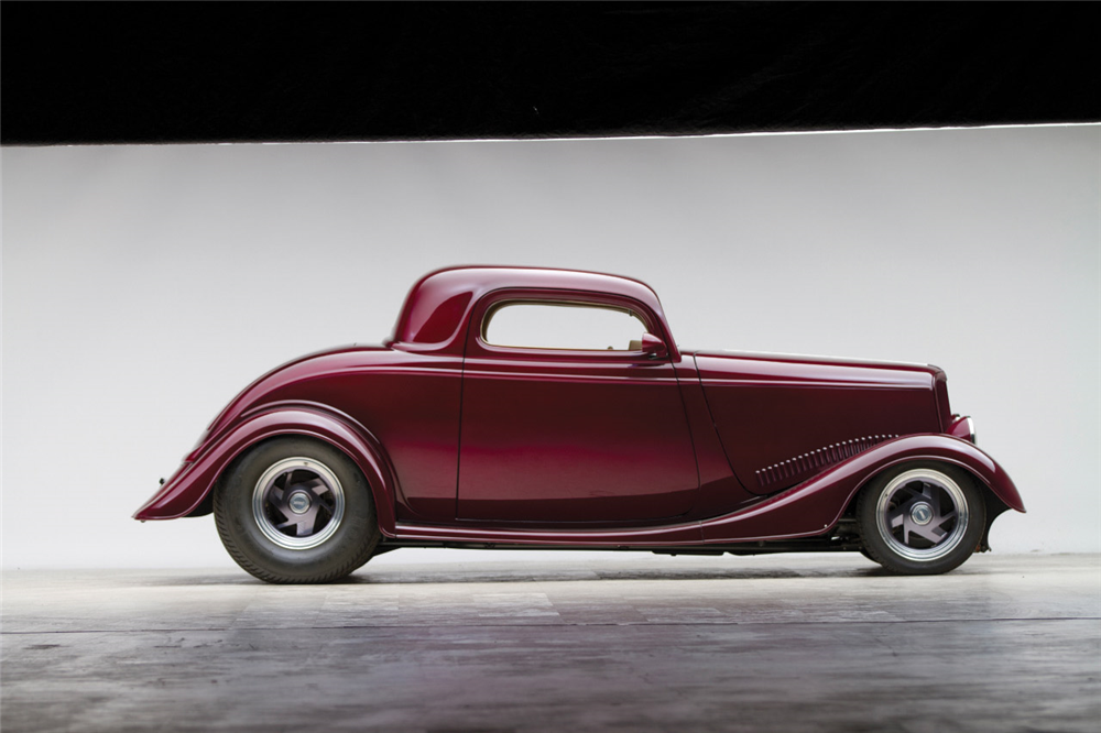 1933 FORD CUSTOM COUPE - Side Profile - 189641