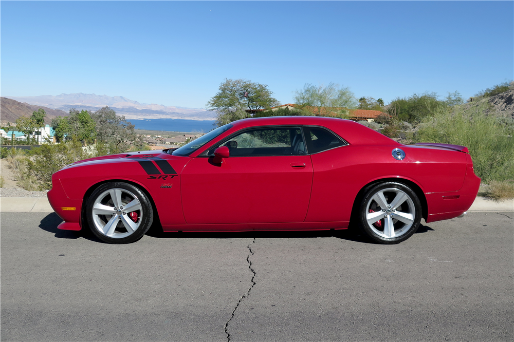 2011 DODGE CHALLENGER SRT8 392 - Side Profile - 189665