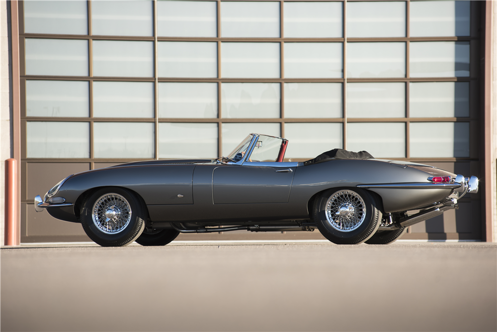 "1961 JAGUAR XKE ""OUTSIDE BONNET LATCH"" ROADSTER - Side Profile - 189675"