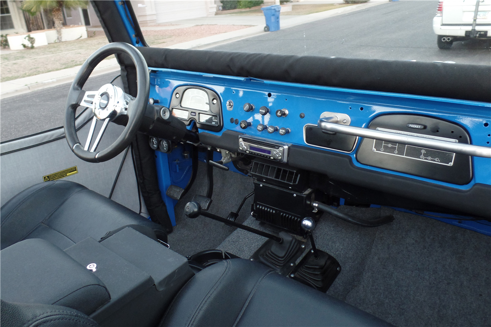 1974 TOYOTA LAND CRUISER FJ-40 CUSTOM SUV - Interior - 189696