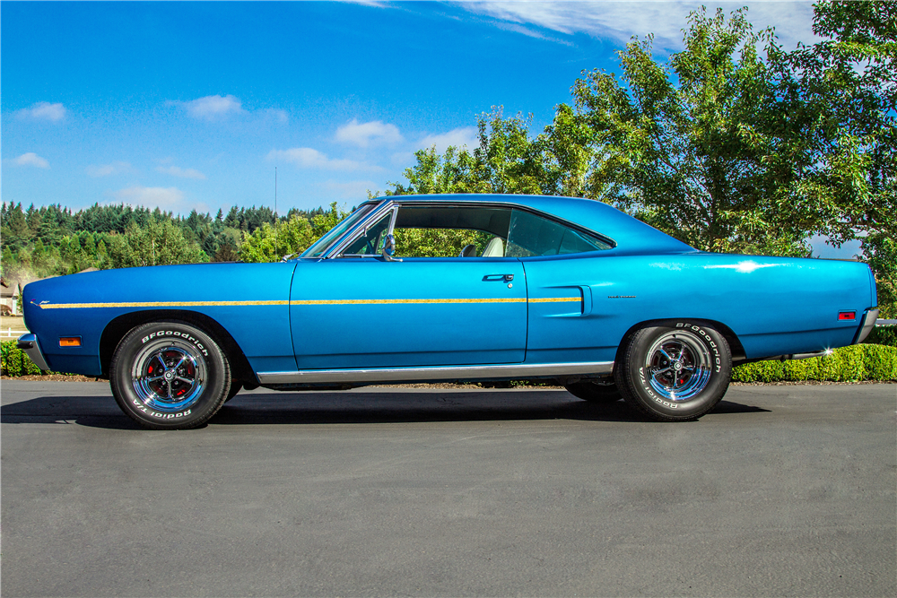 1970 PLYMOUTH ROAD RUNNER - Side Profile - 189702