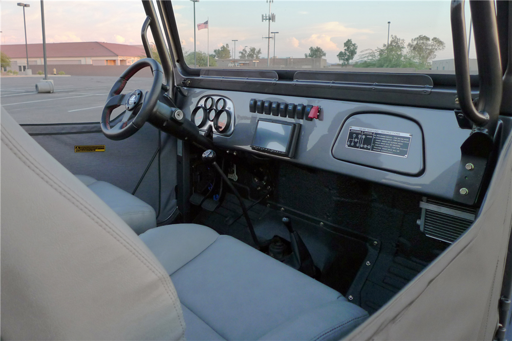1974 TOYOTA LAND CRUISER FJ-40 CUSTOM SUV - Interior - 189803