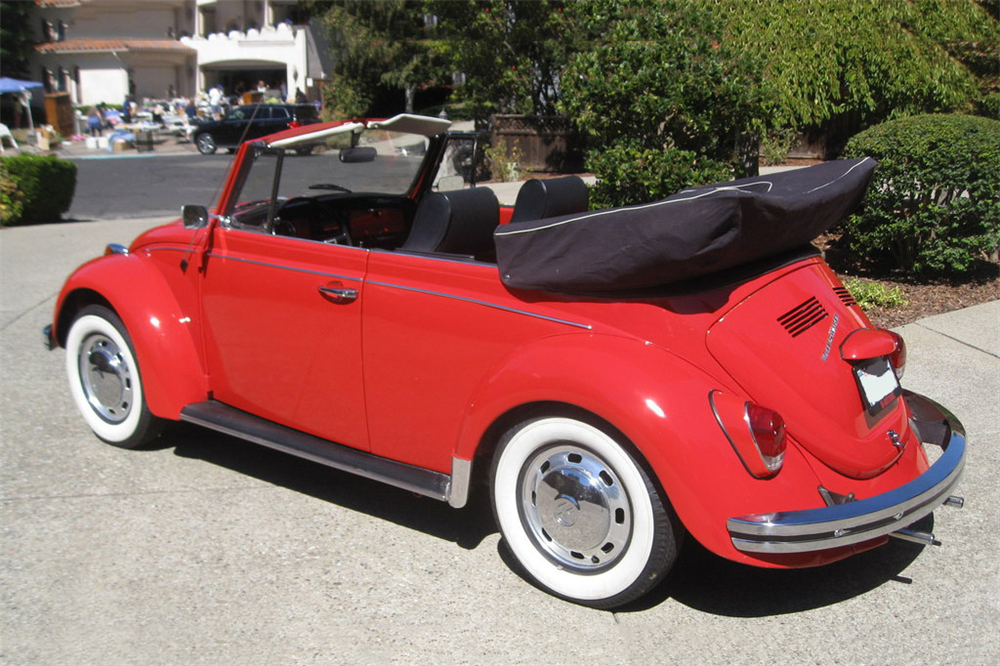 1968 VOLKSWAGEN BEETLE CONVERTIBLE - Rear 3/4 - 189837