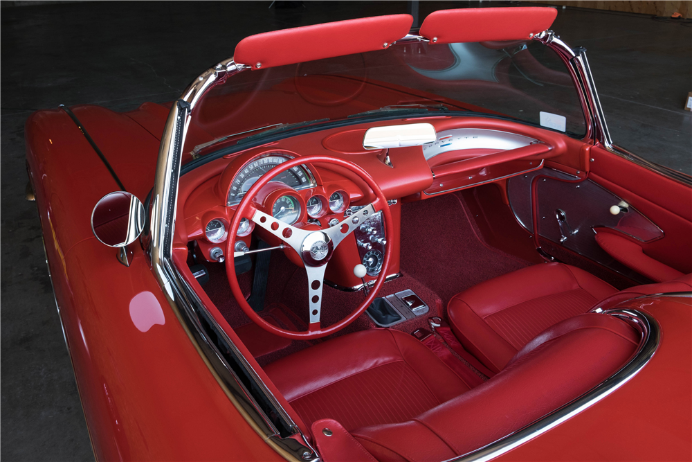 1961 CHEVROLET CORVETTE CONVERTIBLE - Interior - 189899