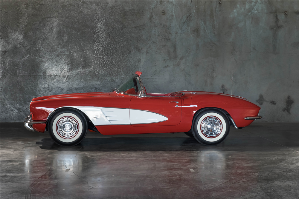 1961 CHEVROLET CORVETTE CONVERTIBLE - Side Profile - 189899
