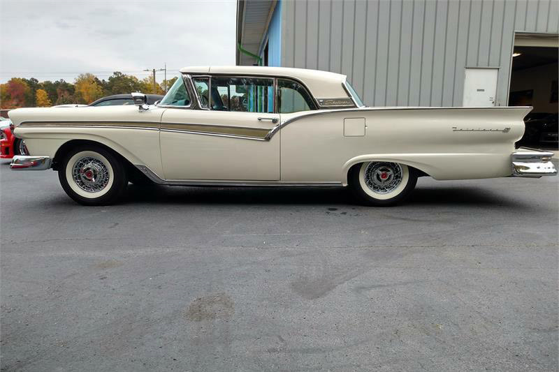1957 FORD SKYLINER RETRACTABLE HARDTOP - Side Profile - 189920