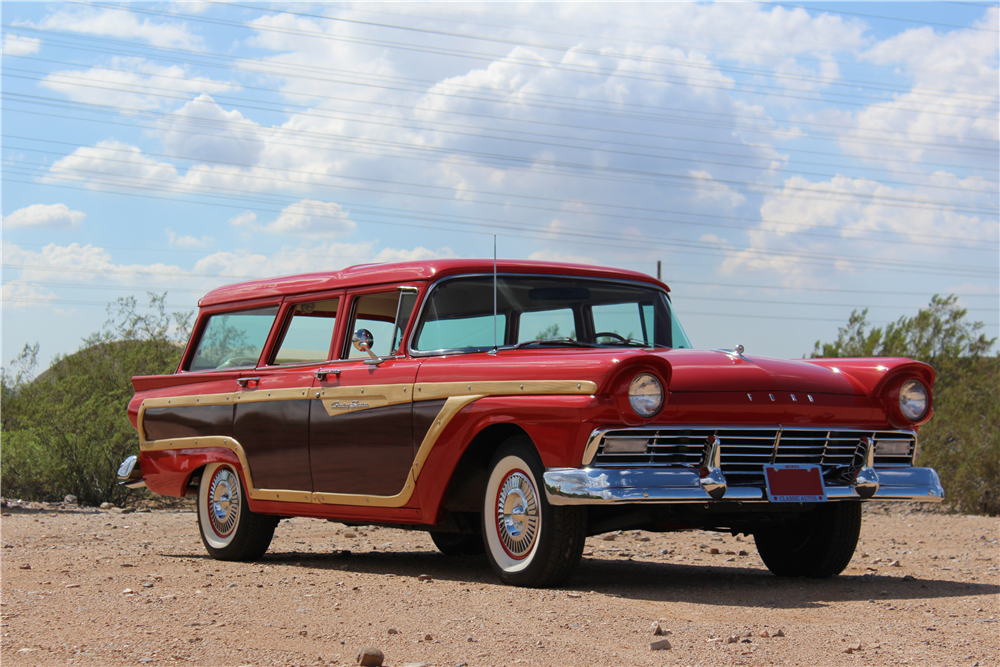 1957 FORD COUNTRY SQUIRE WOODY WAGON - Front 3/4 - 189955