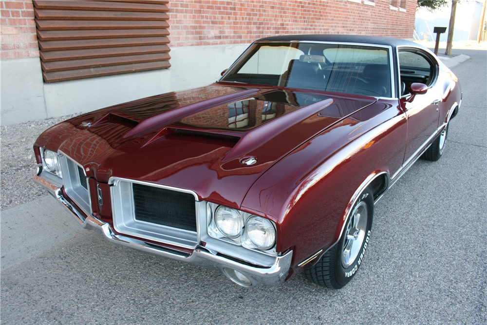 1970 OLDSMOBILE CUTLASS  - Front 3/4 - 189989