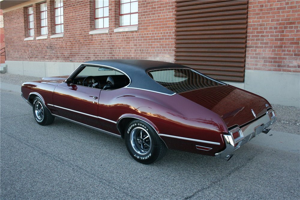 1970 OLDSMOBILE CUTLASS  - Rear 3/4 - 189989