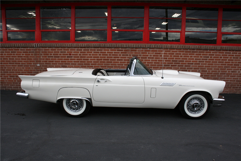 1957 FORD THUNDERBIRD CONVERTIBLE - Side Profile - 189998