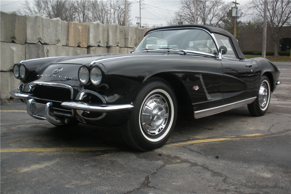 1962 CHEVROLET CORVETTE CONVERTIBLE - Front 3/4 - 190035