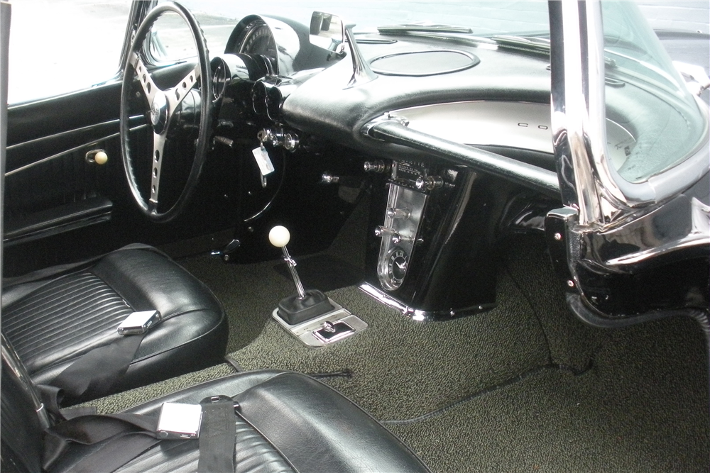 1962 CHEVROLET CORVETTE CONVERTIBLE - Interior - 190035