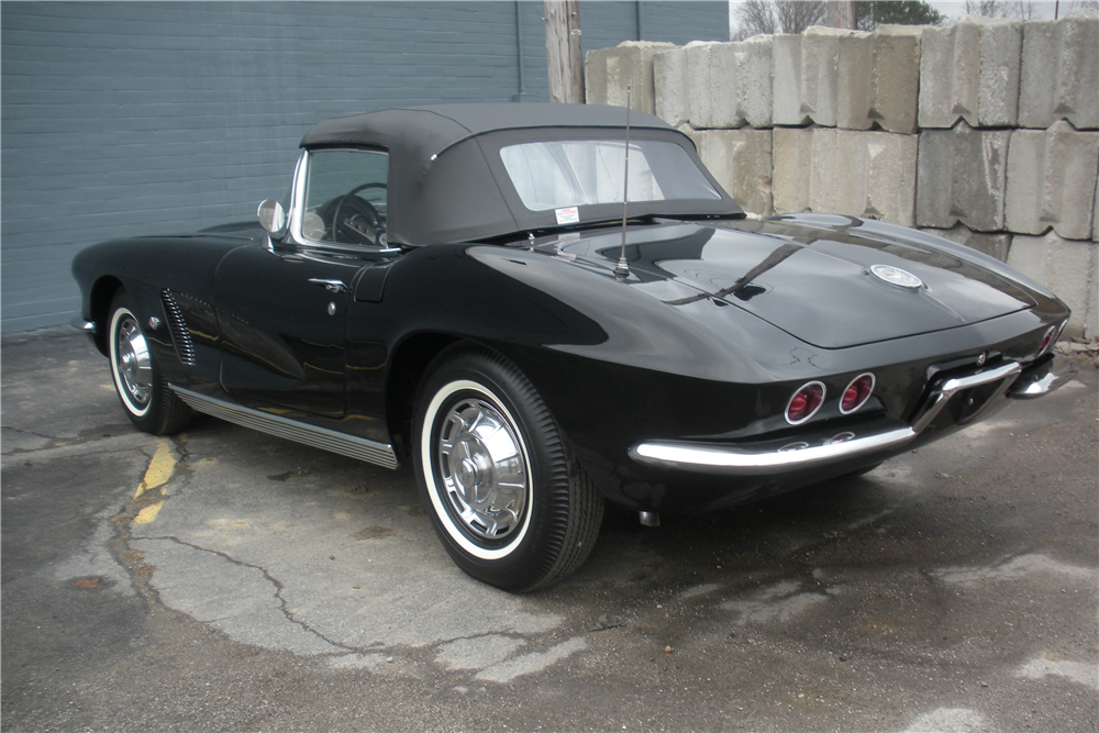 1962 CHEVROLET CORVETTE CONVERTIBLE - Rear 3/4 - 190035
