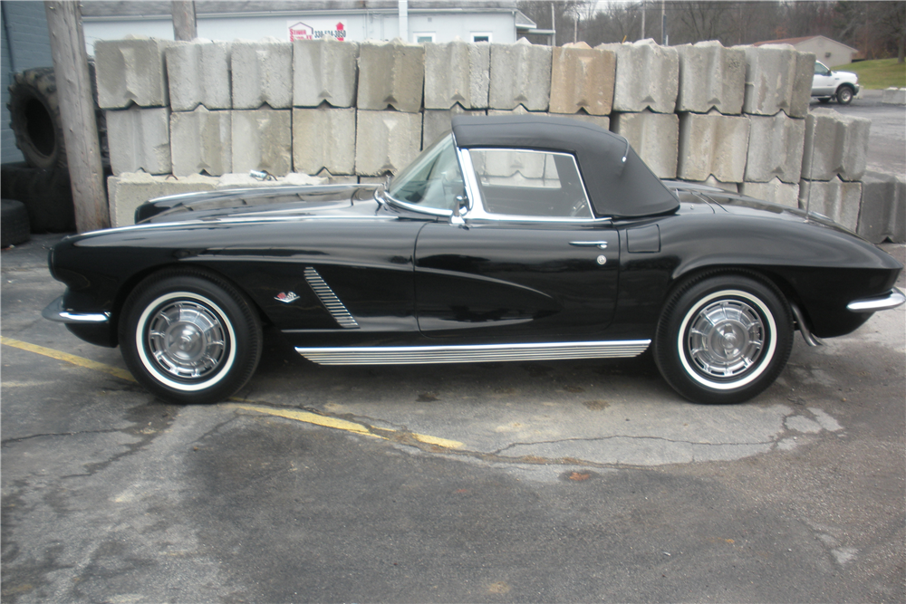 1962 CHEVROLET CORVETTE CONVERTIBLE - Side Profile - 190035