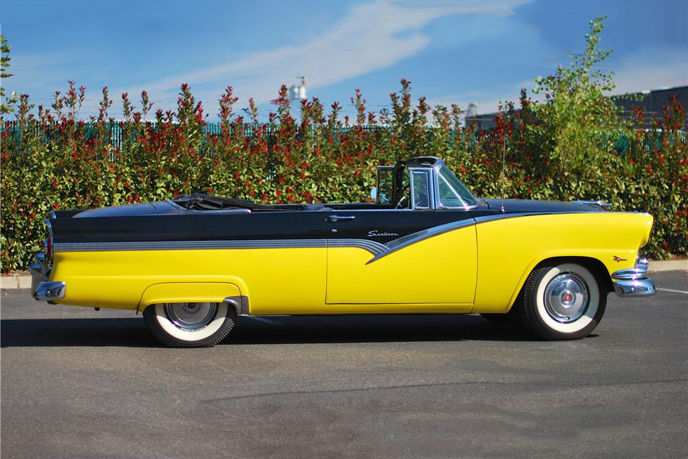 1956 FORD SUNLINER CONVERTIBLE - Side Profile - 190038