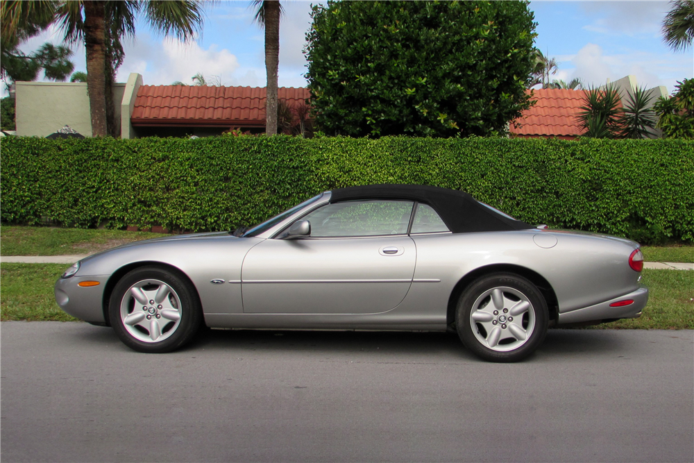 1999 JAGUAR XK8 CONVERTIBLE - Side Profile - 190058