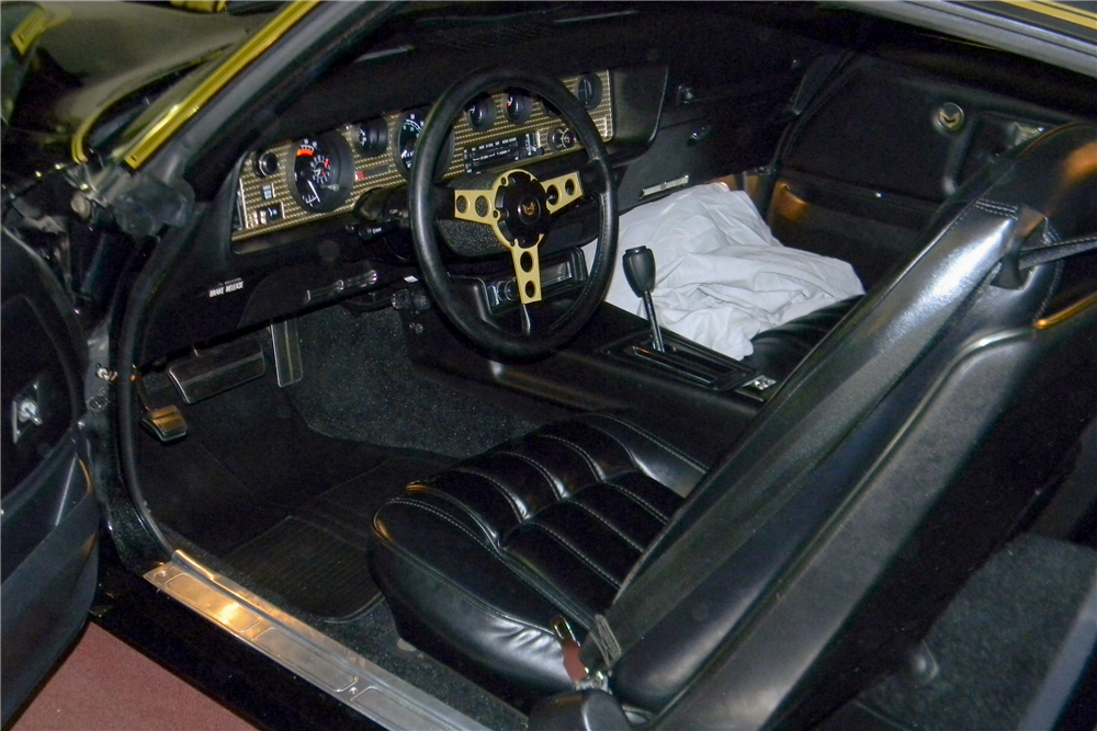 "1977 PONTIAC FIREBIRD TRANS AM ""SMOKEY AND THE BANDIT"" PROMO CAR - Interior - 190067"
