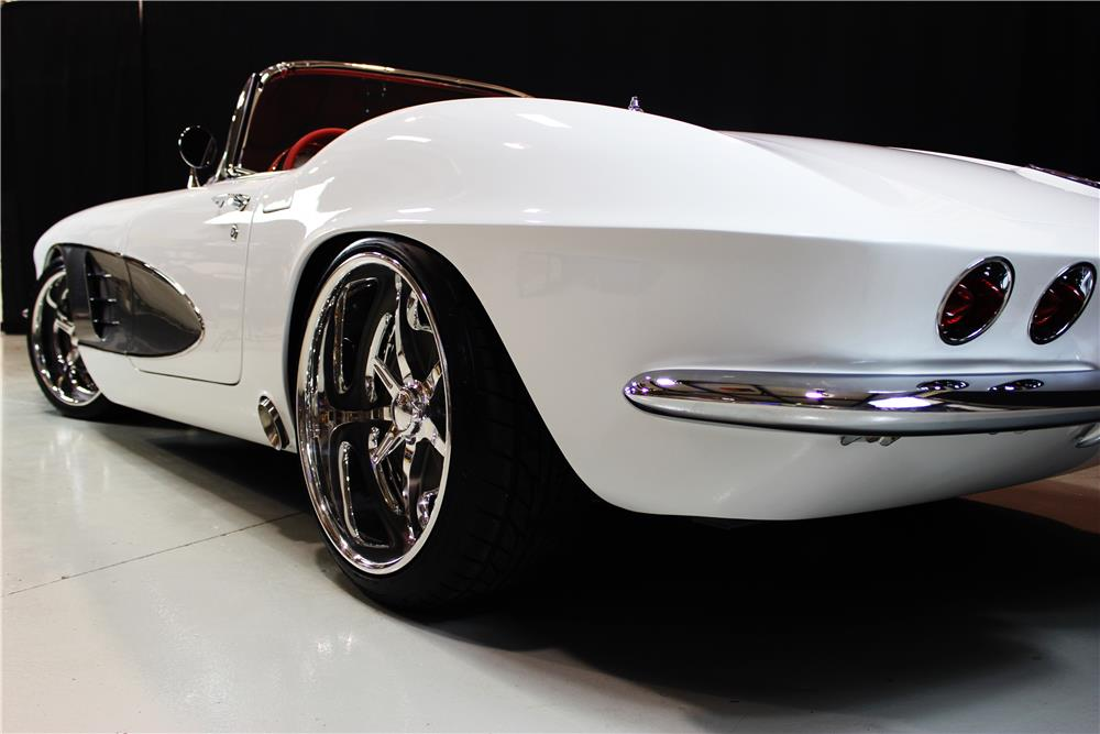 1961 CHEVROLET CORVETTE CUSTOM CONVERTIBLE - Rear 3/4 - 190074