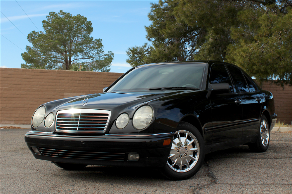 1997 MERCEDES-BENZ E320 4-DOOR SEDAN - Front 3/4 - 190075