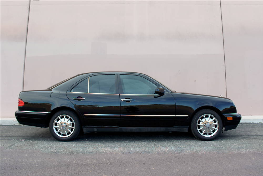 1997 MERCEDES-BENZ E320 4-DOOR SEDAN - Side Profile - 190075