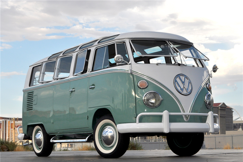 1966 VOLKSWAGEN 21-WINDOW BUS - Front 3/4 - 190081