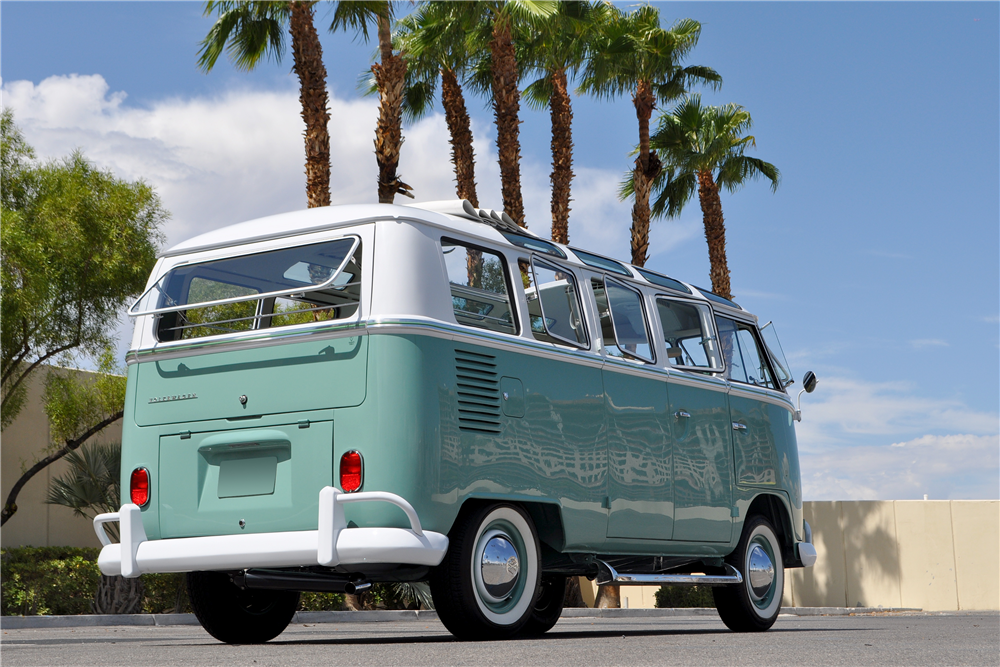 1966 VOLKSWAGEN 21-WINDOW BUS - Rear 3/4 - 190081