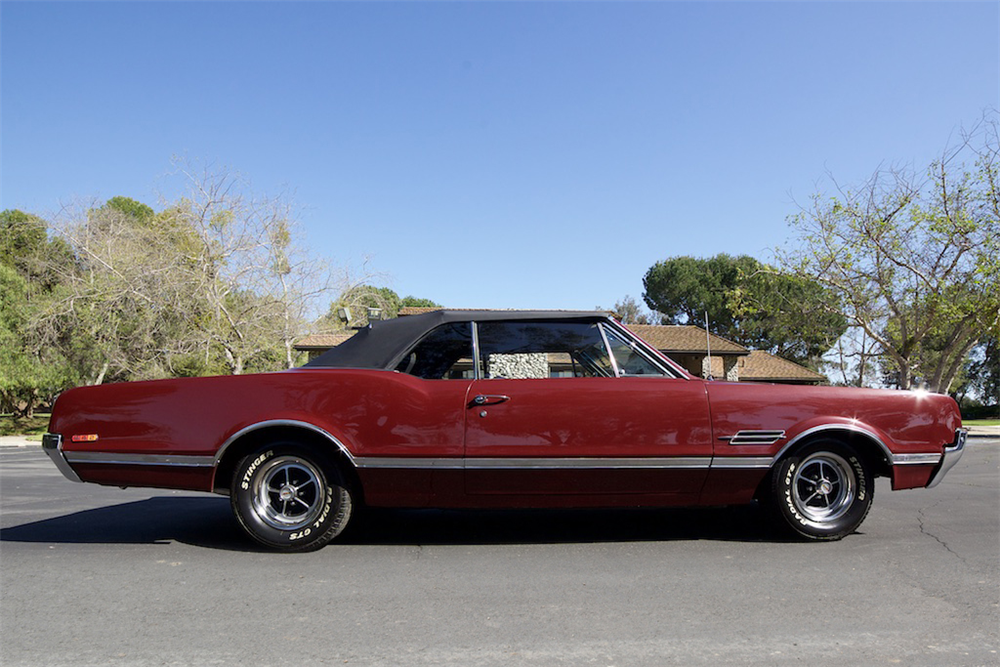 1966 OLDSMOBILE 442 CONVERTIBLE - Side Profile - 190088