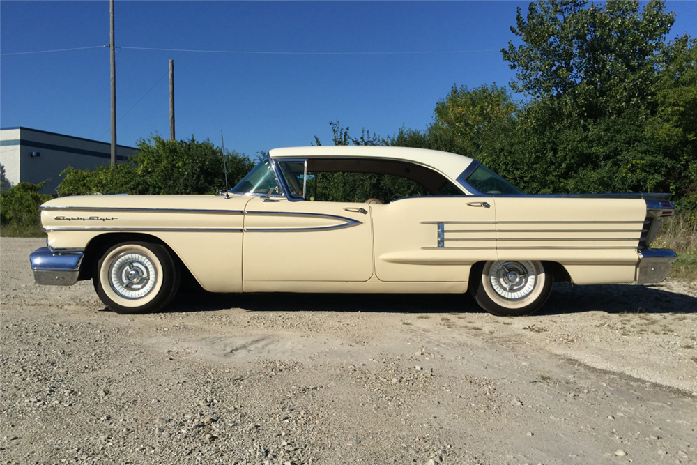 1958 OLDSMOBILE HOLIDAY 88 4-DOOR HARDTOP - Side Profile - 190091