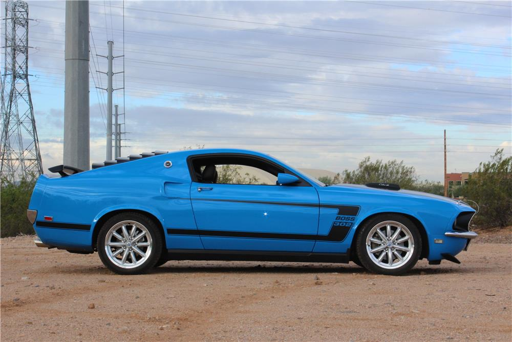 2010 FORD MUSTANG GT CUSTOM COUPE - Side Profile - 190141