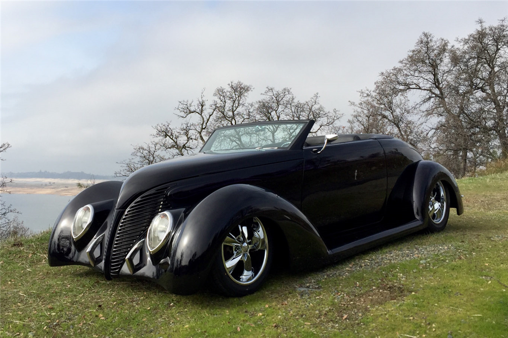 1939 FORD CUSTOM CABRIOLET - Front 3/4 - 190166