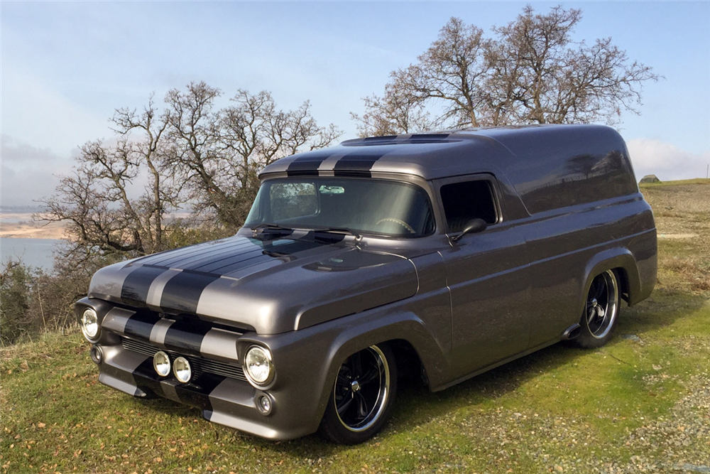 1957 FORD CUSTOM PANEL VAN - Front 3/4 - 190172