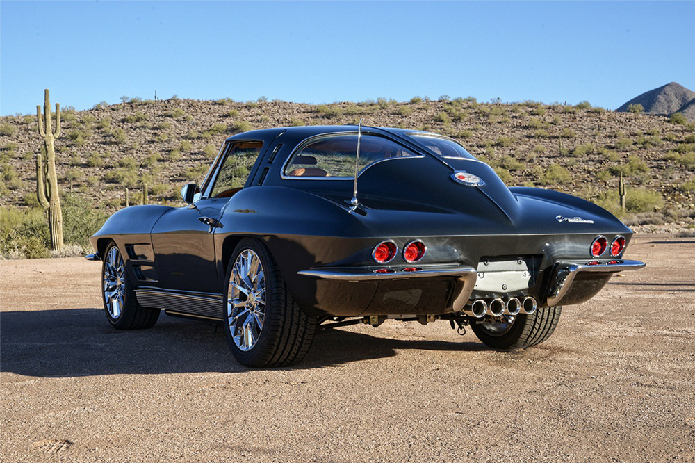 1963 CHEVROLET CORVETTE CUSTOM COUPE - Rear 3/4 - 190183