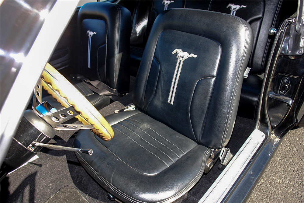 1968 FORD MUSTANG CUSTOM COUPE - Interior - 190189