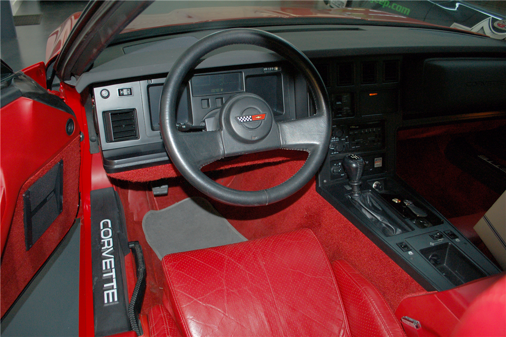 1986 CHEVROLET CORVETTE CONVERTIBLE - Interior - 190254