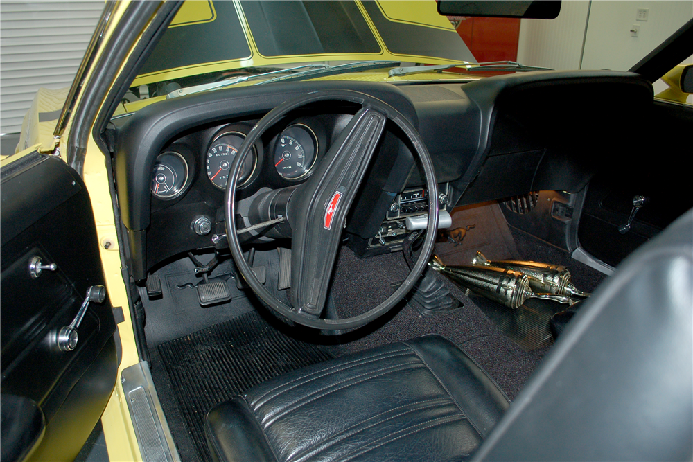 1970 FORD MUSTANG BOSS 302 FASTBACK - Interior - 190257