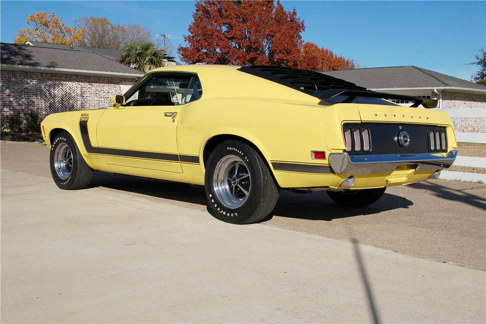 1970 FORD MUSTANG BOSS 302 FASTBACK - Rear 3/4 - 190257