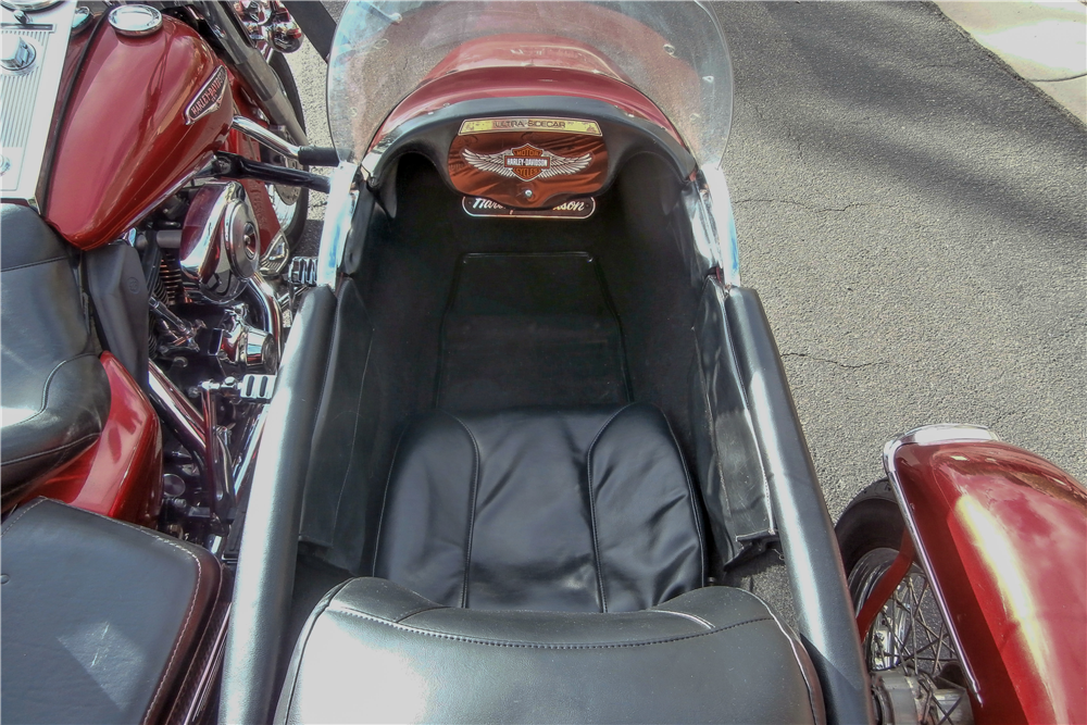 2005 HARLEY-DAVIDSON ROAD KING WITH ULTRA SIDECAR - Interior - 190349