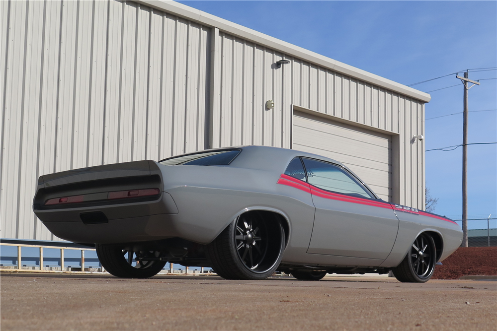 1970 DODGE CHALLENGER CUSTOM HARDTOP - Rear 3/4 - 190359