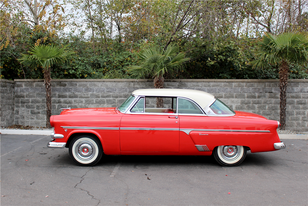 1954 FORD CRESTLINE VICTORIA  - Side Profile - 190401