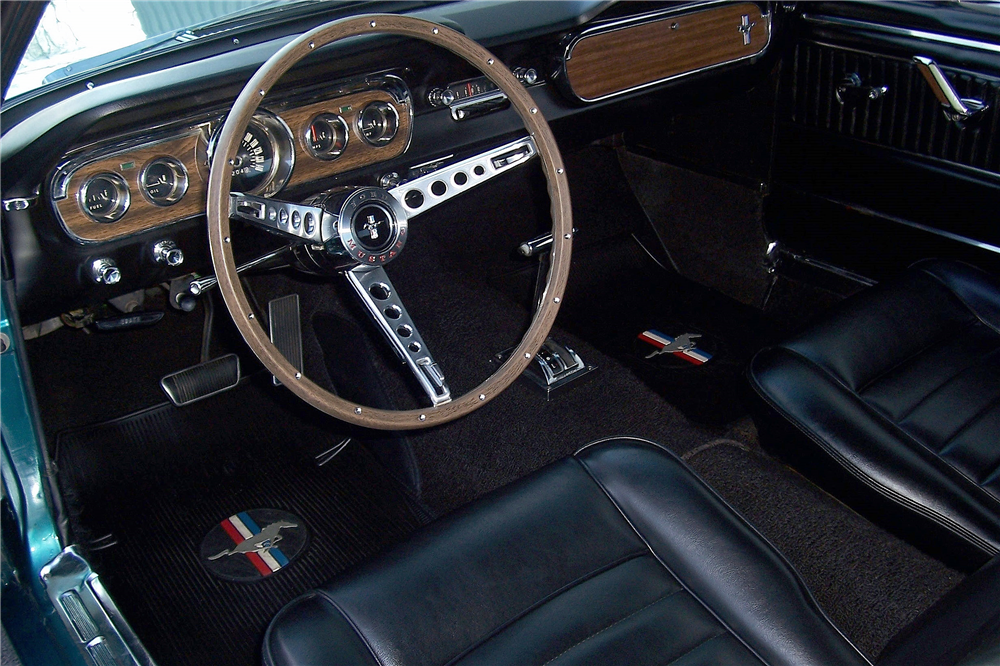 1965 FORD MUSTANG RETRACTABLE HARDTOP - Interior - 190406