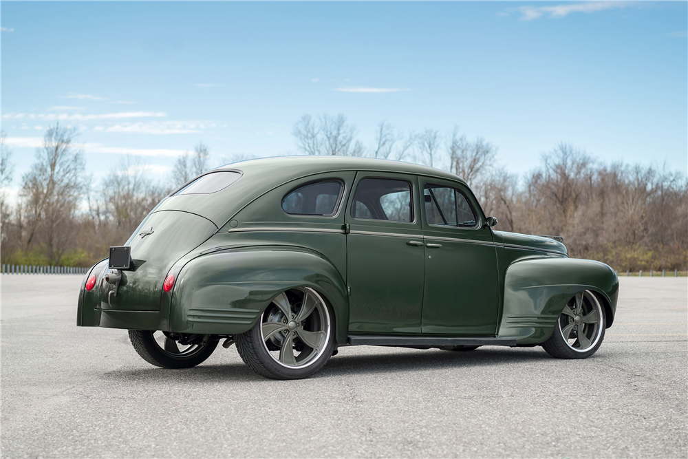 1941 PLYMOUTH CUSTOM SEDAN - Rear 3/4 - 190468